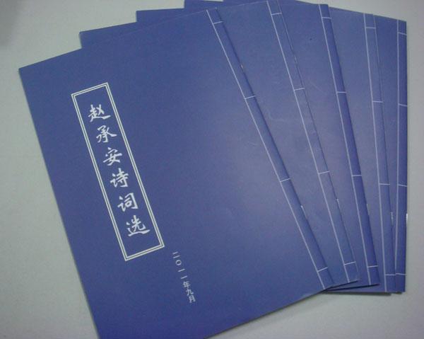 近日,我校功勋校友、清华大学教授崔京浩,将他主编的《土木工程新技术丛书》《简明土木工程系列专辑》中的12本新书,赠送给我校图书馆。   崔京浩,1955年我校高中毕业,考取清华大学土建系。1961年大学毕业,保送留校攻读副博士研究生。1964年研究生毕业获副博士学位,留校任教。先后受聘为讲师、副教授、教授,国家有突出贡献专家,享受国务院政府特殊津贴。曾任清华大学土木系副主任,学术委员会副主任、地下工程教研室主任;主要社会兼职有中国力学学会理事,《工程力学》学报主编,结构工程专业委员会常务副主任,中国消